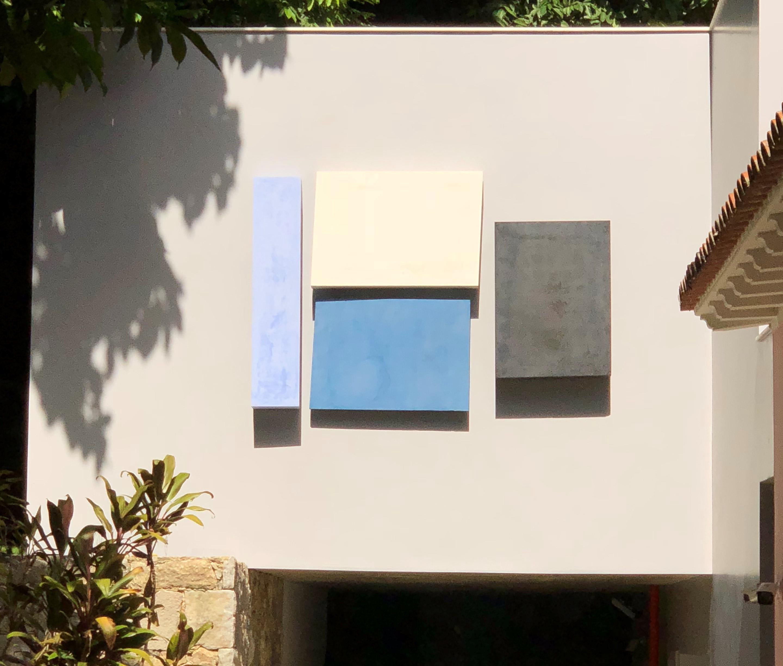 <strong>ELIZABETH JOBIM&nbsp;</strong><br /> Concretos I&nbsp;Concretes, 2018<br /> Cimento pigmentado I&nbsp;Pigmented cement<br /> 160 x 230 cm<br /> Executado pela Tempore, empresa respons&aacute;vel pelas obras da Casa Roberto Marinho | Executed by Tempore, the company responsible for the works at Casa Roberto Marinho