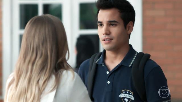 Guto termina namoro e fica surpreso com reação de Clara