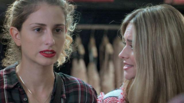 Ivana se sente mal ao colocar lingerie e usar batom