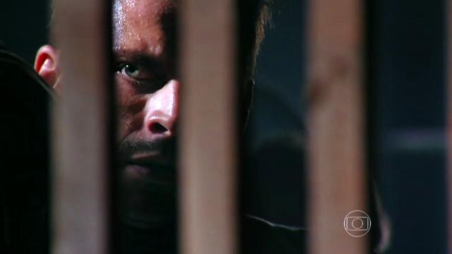 Cassiano volta para a prisão de Dom Rafael e Duque ajuda no resgate