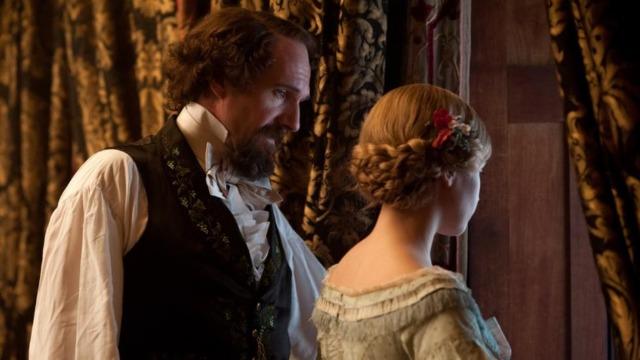 No ponto mais alto de sua carreira de sucesso, o escritor Charles Dickens conhece uma jovem atriz chamada Nelly Ternan, que assume o papel de sua amante até seu falecimento, em 1870.