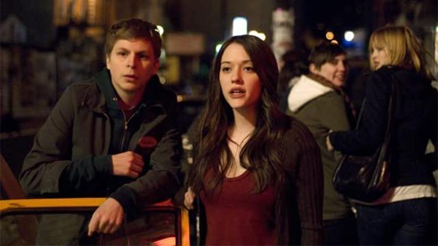 Nick, recém-separado de Tris, se choca ao vê-la com um novo acompanhante. Junto com a amiga Norah ele tem uma noite de busca, mentira, confusão, surpresa e muita música em Manhattan.