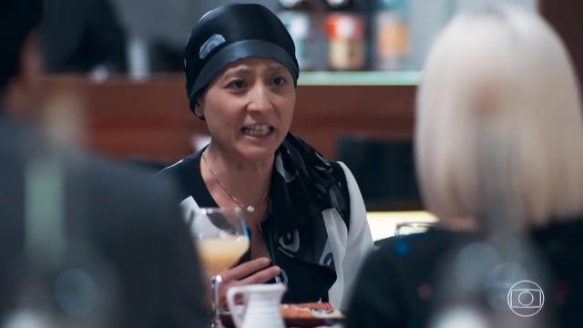 Mitsuko expulsa Tina de casa: 'Não é mais a minha filha'