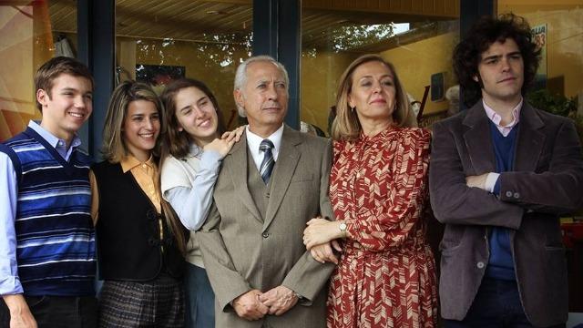 Conheça a história real de uma família argentina de classe média alta que ficou conhecida na década de 1980 por sequestrar e matar pessoas. Arquimedes Puccio, o patriarca da família, liderava o clã com mão de ferro sob uma aparente normalidade.