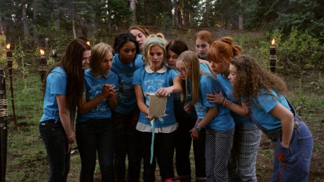 Lane, de apenas 16 anos, costumava passar as férias em família acampando nas montanhas. Mas, depois de perder seu pai, que faleceu com câncer, ela acaba se juntando a uma nova prima num acampamento de verão para meninas mórmon.