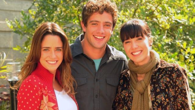 A Vida da Gente é a história de amor, conexão e afeto de Ana, Manu e Rodrigo. A trama, cheia de emoção, traz à tona situações e experiências que instigam a reflexão sobre as escolhas que fazemos ao longo da vida.