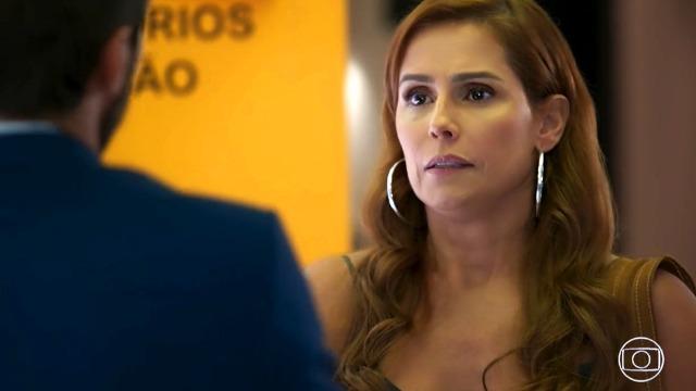Alexia escapa de apuros durante encontro com Rafael