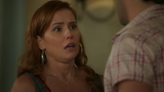 Alexia fica paralisada ao ouvir declaração de Zezinho