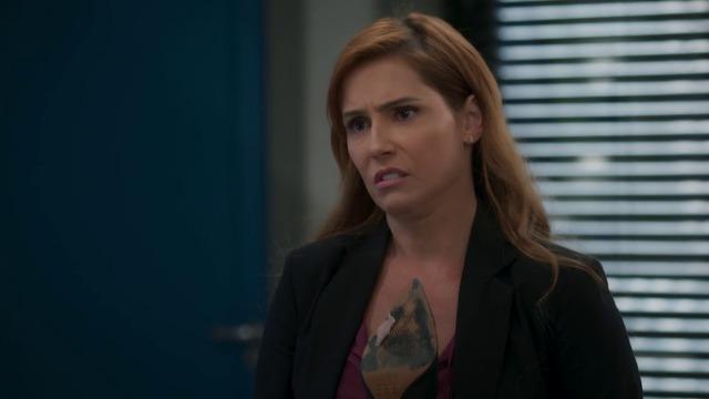Alexia propõe a Rafael se comunicar com o 'espírito' de Kyra