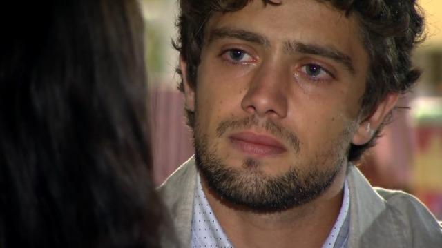 Rodrigo desabafa com Manuela após Ana acordar do coma