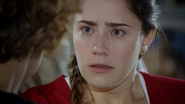 Ana fica chocada ao saber que Manuela está com Rodrigo