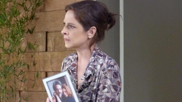 Cora descobre segredo de José Alfredo e é ameaçada por ele