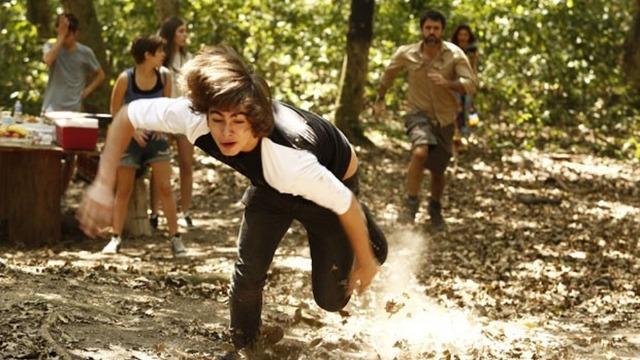 Gael descobre que Pedro foi ao encontro de Karina na mata