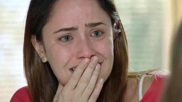 Ana se emociona ao rever Júlia