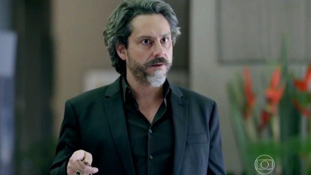 José Alfredo flagra encontro secreto entre Maria Marta e Cristina.
