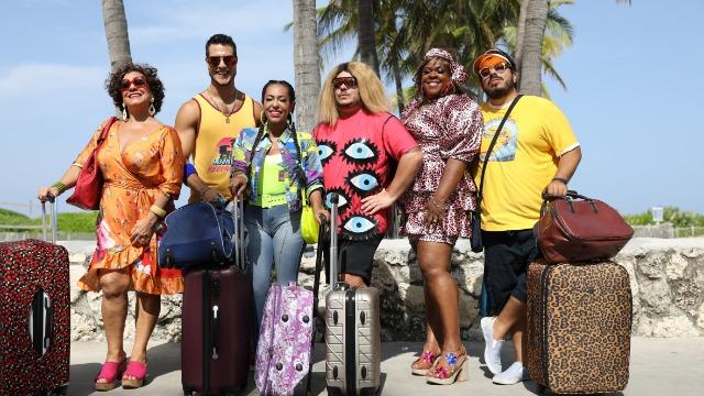 Os moradores da pensão da Dona Jô chegam em Miami e se dão conta que o hotel