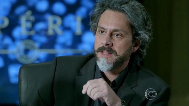 José Alfredo descobre crime cometido por Pedro na empresa.