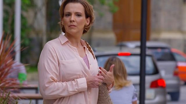 Eva vê Ana com Rodrigo e repreende a filha.