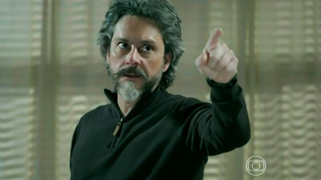 José Alfredo surta ao descobrir verdade sobre família de Maria Isis.