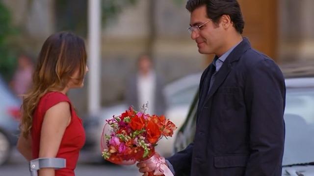 Rodrigo vê Ana e Lúcio juntos