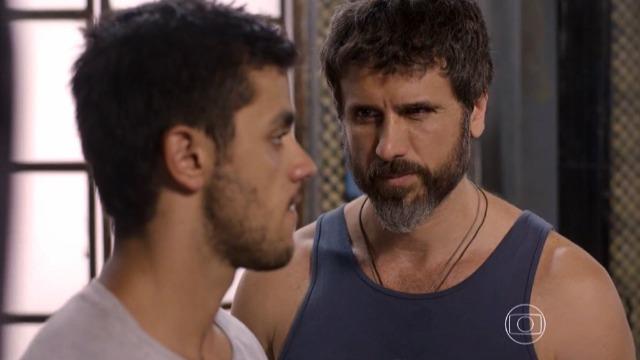 Gael pede para Cobra largar a Khan e voltar para a sua academia