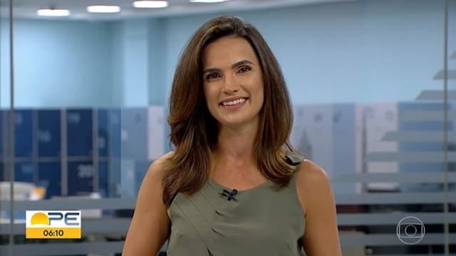 As notícias da manhã ao vivo: este é o Bom Dia Pernambuco. Os repórteres em cidades da Região Metropolitana do Recife, do Agreste e do Sertão trazem as informações que o telespectador precisa para o dia.