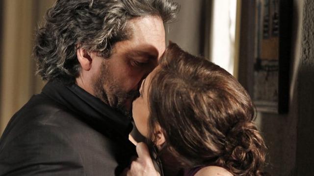 Cora dá um beijão em José Alfredo