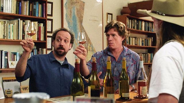 Miles Raymond é um homem depressivo que tenta se tornar um escritor. Miles é fascinado por vinhos e decide dar como presente de despedida de solteiro a Jack, seu melhor amigo, uma viagem pelas vinícolas do Vale de Santa Inez, na Califórnia. Eles partem juntos na viagem, mas logo se envolvem com duas mulheres. Jack conhece Stephanie, a funcionária de uma vinícola local que faz com que ele queira anular seu casamento, que está marcado para daqui a poucos dias. Já Miles se interessa por Maya, uma garçonete que tem o mesmo apreço por vinho que ele.