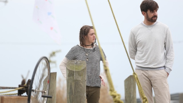 Se sentindo incapaz de lidar com a dor de perder sua esposa recentemente, um arquiteto decide fazer amizade com uma menina introvertida e concorda em ajudá-la a construir uma jangada para atravessar o Atlântico.