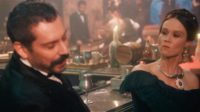 Depois de ter dado em cima de Luísa, Tonico ofende novamente a Condessa, que dá um tapa no vilão.
