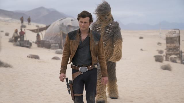 Após ser separado de sua amada Qi'ra, o malandro Han Solo embarca em uma perigosa missão ao lado de seu novo amigo Chewbacca e do casal Val e Beckett. Juntos, eles se aventuram pela galáxia atrás de uma poderosa substância chamada coaxium, que pretendem vender para o criminoso Dryden Vos.