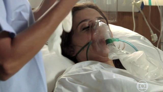 Cora faz revelação na cama do hospital