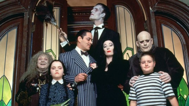 Interessado na fortuna da família Addams, o advogado Tully arma um plano para seu filho se passar pelo desaparecido tio Fester. Tudo vai bem, até o clã começar a suspeitar da memória falha do farsante.