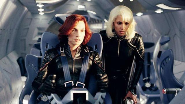 Um militar realiza um grande plano para erradicar de uma vez por todas os mutantes, forçando que Magneto se una aos X-Men para combatê-lo.