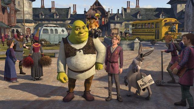 O rei Harold, pai de Fiona, morre repentinamente. Com isto, Shrek precisa ser coroado rei, algo que ele jamais pensou em ser. Juntamente com o Burro e o Gato de Botas, ele precisa encontrar alguém que possa substitui-lo no cargo de soberano do reino de Tão, Tão distante. O principal candidato é Artie, um jovem desprezado por todos em sua escola, que é primo de Fiona.