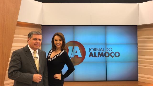 Telejornal, apresentado por Mário Mota e Laine Valgas, exibe as principais notícias do dia no estado.