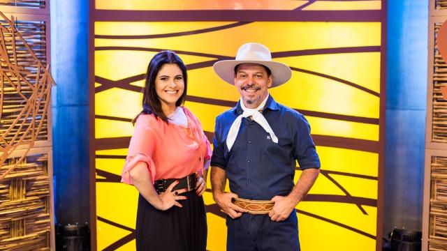 Além de receber grandes nomes da música regionalista gaúcha, Neto Fagundes e Shana Müller apresentam conteúdos relacionados ao turismo, ao agronegócio e à gastronomia do estado.