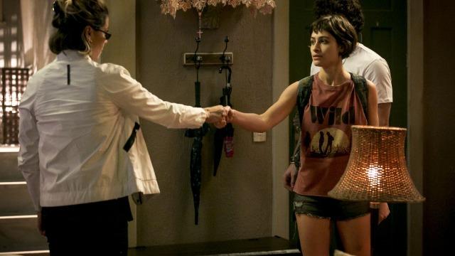 Luzia entra no mundo do tráfico para tentar salvar a filha Manu
