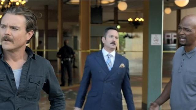 Murtaugh e Riggs investigam uma morte que ocorreu logo após a vítima ter vencido uma corrida de cavalo. Leo Getz insiste que o caso foi um assassinato e ajuda na investigação.