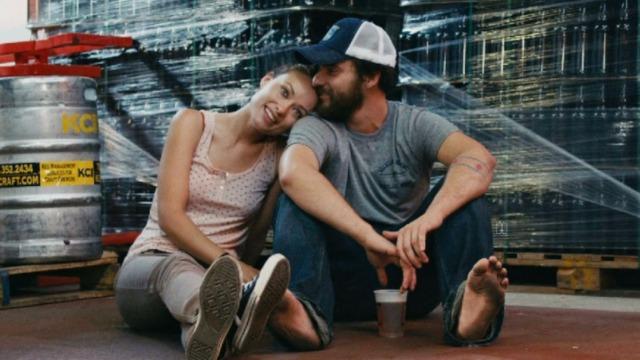 Kate e Luke são funcionários de uma fábrica de cerveja. Com gostos parecidos, os dois sempre flertaram um com o outro, mas nunca entraram em um relacionamento porque Luke está pensando em se casar com sua namorada, e Kate namora um produtor musical. Mas, quanto mais eles bebem, mais ficam abertos à possibilidade de saírem juntos.