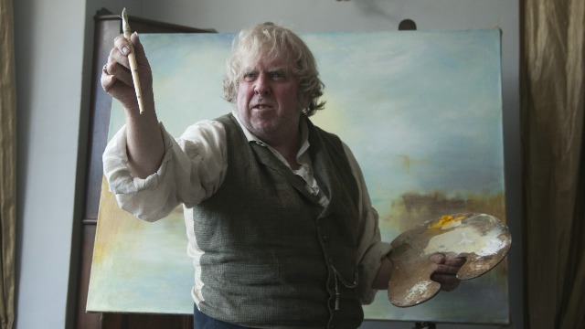 J. M. W. Turner é um pintor inglês impressionista. O artista é fascinado pelas luzes e pelo efeito da iluminação no mar, nas cidades, nas construções e nas paisagens.Turner é o pai solteiro de duas filhas. Em um período triste de sua vida, ele conhece uma mulher incrível, por quem se apaixona.