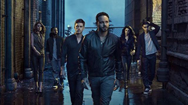 Johnny precisa se infiltrar para impedir uma guerra de gangues; Jakes e Charlie tentam assumir os negócios de Germaine; e Mike começa a montar o plano de Briggs.