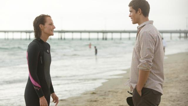 Uma mãe atravessa o país até a Califórnia para ficar com o filho, depois que ele decide abandonar a escola e se tornar um surfista.