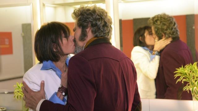Dom Sabino beija Carmen