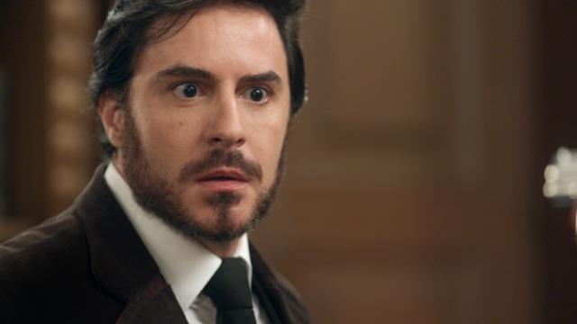 Xavier foge e é perseguido no Vale do Café. Ele é desmascarado no julgamento de Brandão e se desespera.