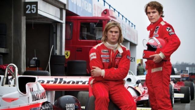Anos 1970. O mundo sexy e glamouroso da Fórmula 1 é mobilizado principalmente pela rivalidade existente entre os pilotos Niki Lauda e James Hunt. Eles possuíam características bem distintas: enquanto Lauda era metódico e brilhante, Blunt adotava um estilo mais despojado, típico de um playboy. A disputa entre os dois chegou ao seu auge em 1976, quando ambos correram vários riscos dentro do cockpit para que pudessem se sagrar campeões mundiais.
