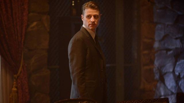 Na segunda temporada, as apostas estão mais altas que nunca enquanto Gotham explora a história de origem dos mais ambiciosos e depravados super vilões, incluindo o Charada, o Coringa e o Senhor Frio, enquanto Bruce Wayne descobre mais segredos sobre o passado de seu pai.