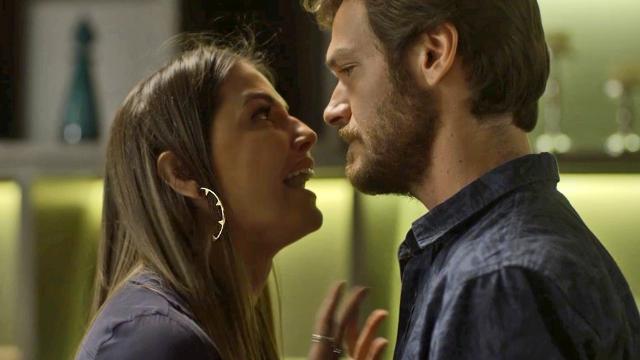 Beto confronta Karola: 'Você roubou a vida de outra mulher'