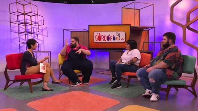 Sandra Annenberg entrevista jovens que fazem parte de movimento que ensina a ter orgulho do próprio corpo.