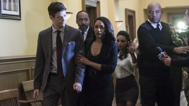 No episódio 'O julgamento de Flash', Joe e Iris devem decidir até onde eles são capazes de ir para manter Barry fora da prisão, quando o seu julgamento pelo assassinato de Clifford DeVoe começa. Já no episódio 'Surge o cavaleiro elástico', um vilão conhecido retorna para aterrorizar Central City.